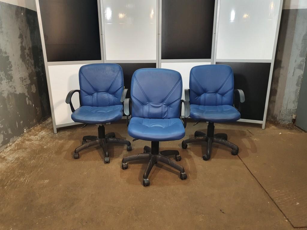 Кресло для руководителя Чип 365 синее б/у. КРЕСЛО-кк002